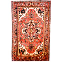 Heriz rug tapis rugs elegant floor decor contemporary stylish bold