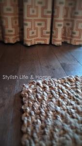 mixing materials neutral decor modern farmhouse stylish